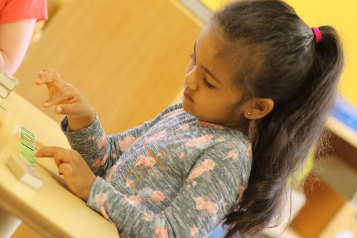 living english unser englischkurs im kindergarten montessori verein wiemeringhausen. Black Bedroom Furniture Sets. Home Design Ideas